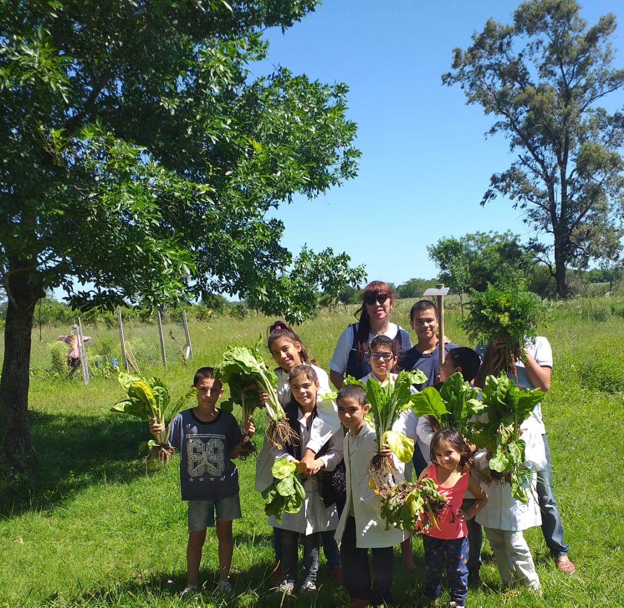 Niños con cosecha